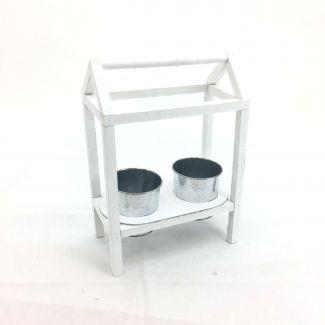 struttura casetta in legno con numero due cachepot di latta di diametro cm 10.5