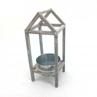 struttura casetta in legno con cachepot di latta di diametro cm 18 h mm 100