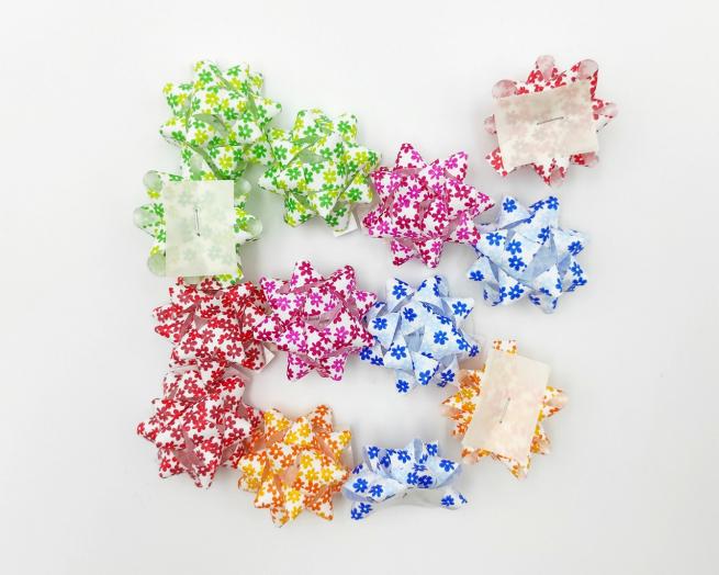 Coccarda stella adesiva fantasia spring assortita confezione da 100 pezzi